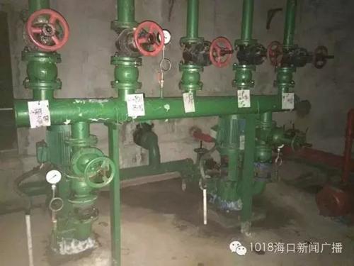 轰鸣的抽水泵噪音让小区里的不少居民不胜其